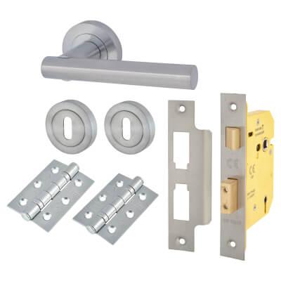 Door Handle on Rose Kit - 5 Lever Sashlock - Satin Chrome