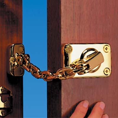 Yale® WS16 Heavy Duty Door Chain and Bolt - Brass)